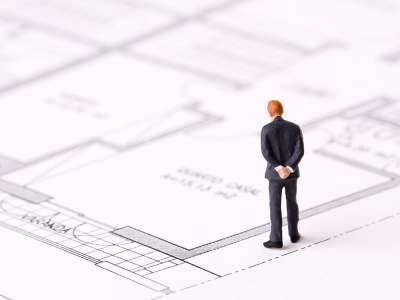 bouwtekening met man - plannen website bespreken